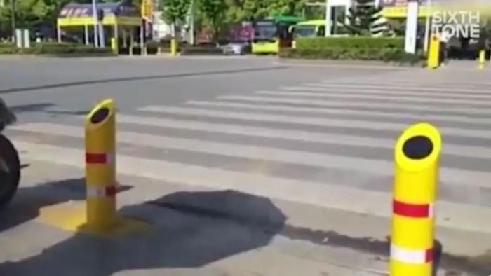 ВИДЕО: Кинезите излегоа со генијална идеја – како да се спречат пешаците да минуваат на црвено светло
