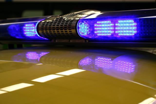 Сообраќајка меѓу полициско возило и мотор во Битола, едно лице тешко повредено