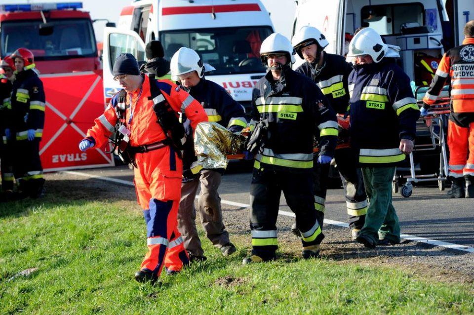 ГОЛЕМА ТРАГЕДИЈА ВО ПОЛСКА: Студенти загинаа во удар на камион и автобус (ФОТО+ВИДЕО)