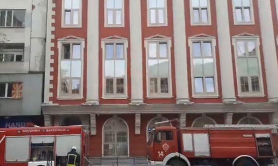 МВР ги истражува причините за пожарот во Министерството за правда