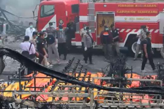 Најмалку 10 лица загинаа во пожар на нелегален нафтен извор во Индонезија