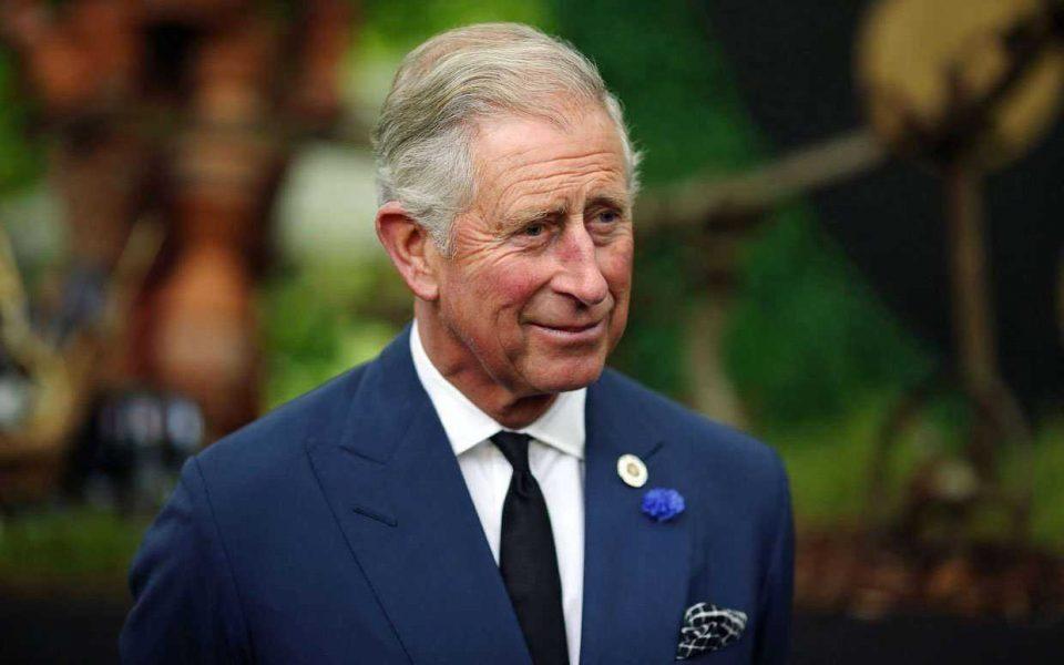 Бизaрни барања на принцот Чарлс: Секое утро послугата му ги пегла пижамите, а тоа што го прави во бањата ќе ве остави во неверување