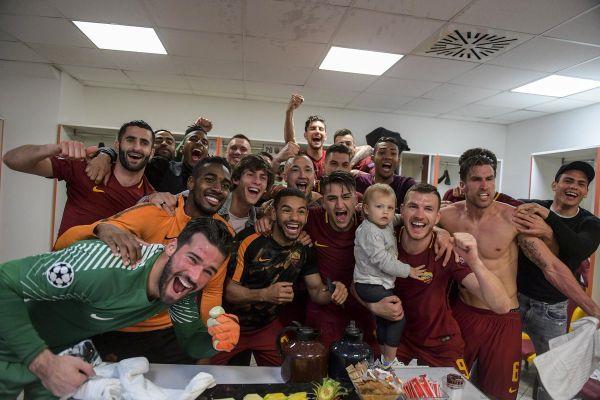 """Рома продолжува со лудите  фудбалски твитови: Еве каков производ им нуди за 9 месеци на сите """"идни"""" татковци (ФОТО)"""