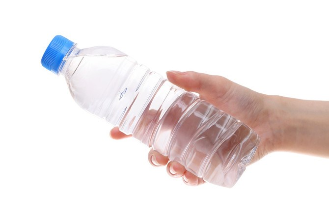 Сите пиеме вода од пластично шише: Задолжително погледнете на дното, ако го има ова веднаш фрлете го