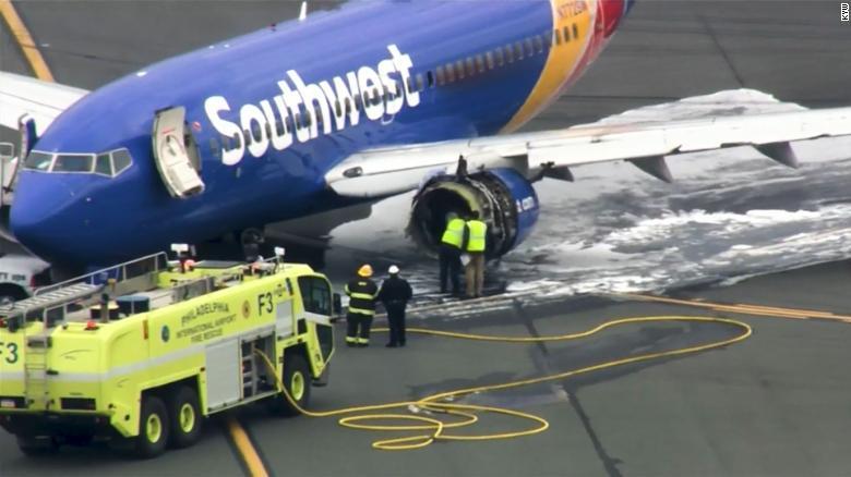 ФОТО: Авион принудно слета во Филаделфија, едно лице загина