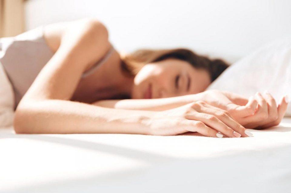 Легнете на страна, спиењето на стомак е лошо за телото