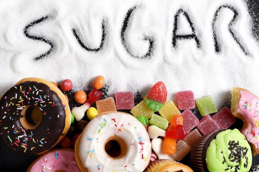 БЕЛА СМРТ: Колку шеќер смееме да внесуваме дневно според возраста?
