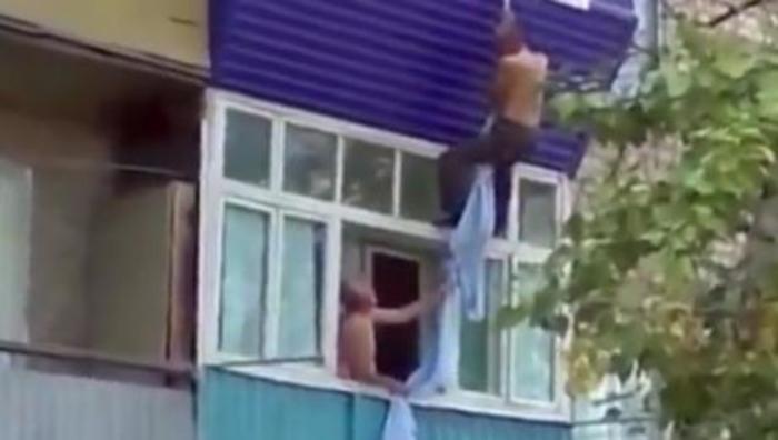 ВИДЕО: Швалер се обиде да побегне низ прозорец од бесниот маж, а потоа зажали за сè…