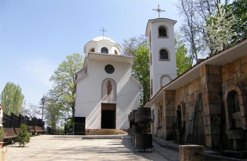 """Ограбена црквата """"Св. Јован Крстител"""" во Скопје: Крадецот земал пари и ги скршил камерите"""