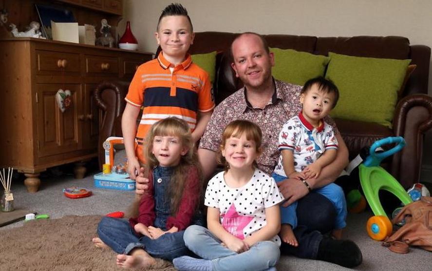Овој човек е суперхерој: Маж посвои 4 дечиња со посебни потреби (ФОТО)