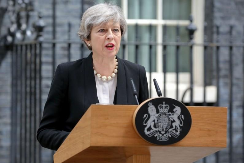 """""""Дејли Телеграф"""": Можни се нови оставки во британската Влада поради планот за Брегзит"""