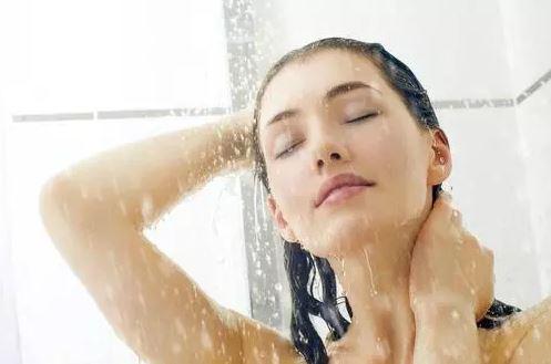 Дали се туширате секој ден? Еве зошто е важно искрено да одговорите