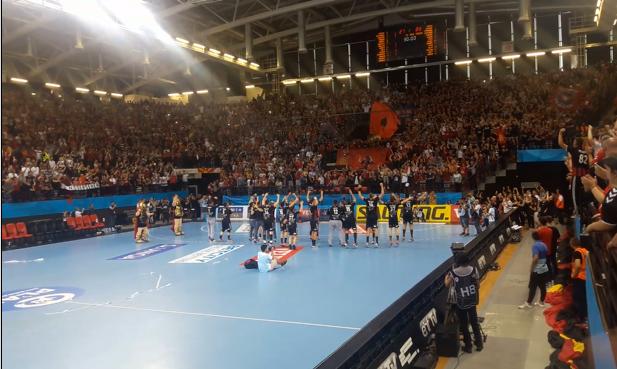 Пораз како победа: Вардар е во Келн, ракометарите славеа со фановите (ВИДЕО)