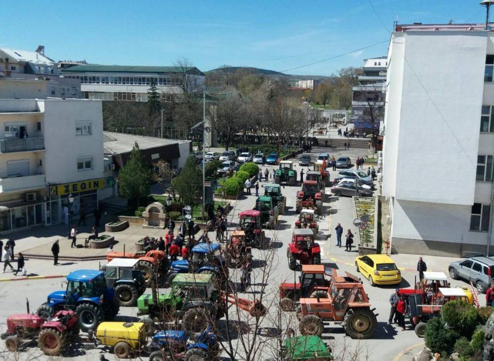 Земјоделците револтирани поради новата програма на МЗШВ: Ние пропаѓаме оставени на милост и немилост, одиме на генерален штрајк