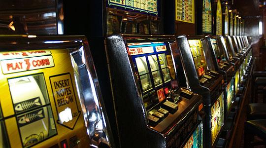 Кривична пријава за двајца жители на Василево поради оштетување апарати во казино