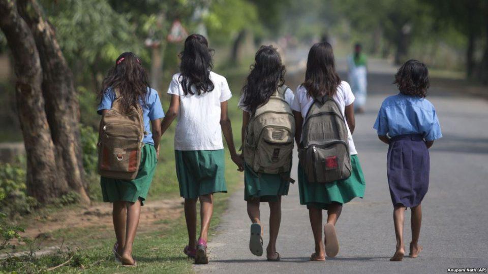Индија: Киднапирале девојче на свадба, ја силувале па запалиле