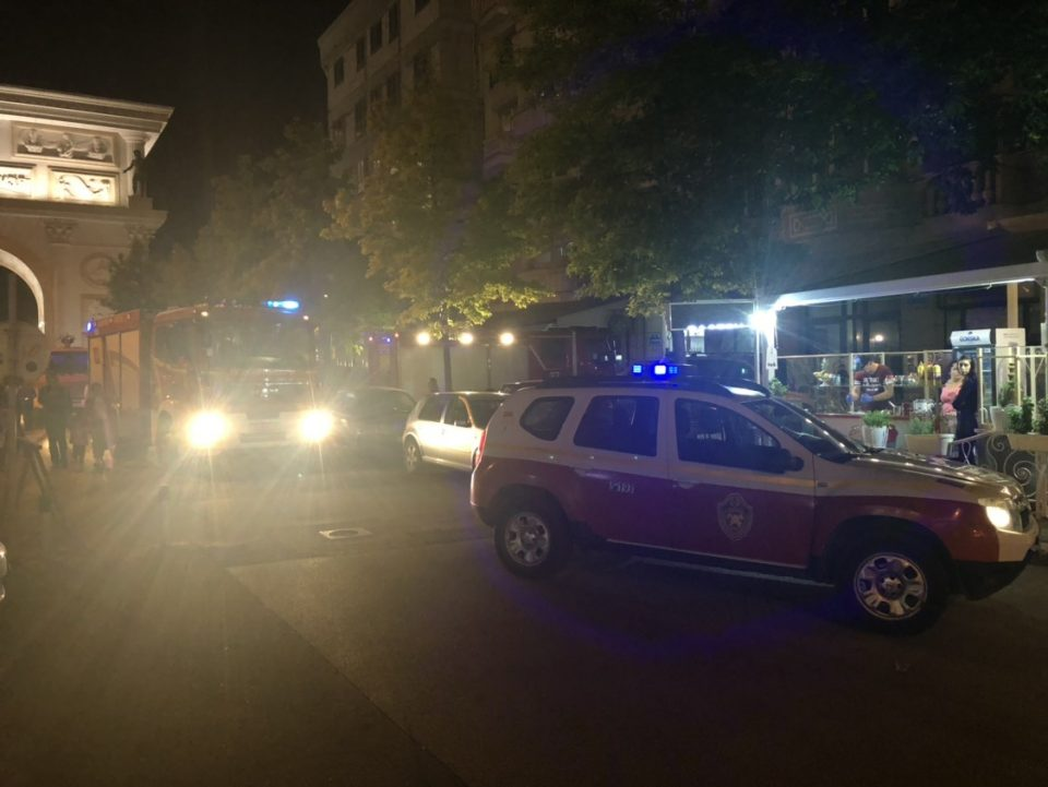 Голем пожар во центарот на Скопје- гори стан на плоштад (ФОТО)