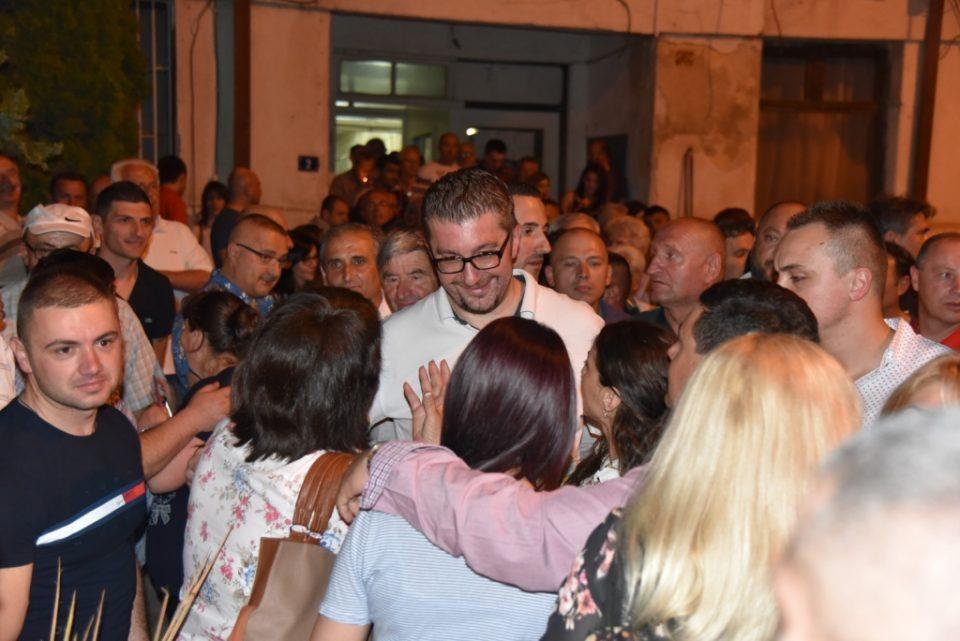 Масовна поддршка за Мицкоски во Прилеп (ФОТО)