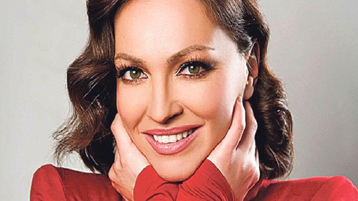 Сите ја фалат убавината на Нина Бадриќ: Погледнете како изгледа нејзината мајка (ФОТО)