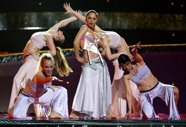 """Се сеќавате на турската победничка на Евровизија: Денес има 53 години и не е веќе """"млада"""", но е секси во бикини (ФОТО)"""