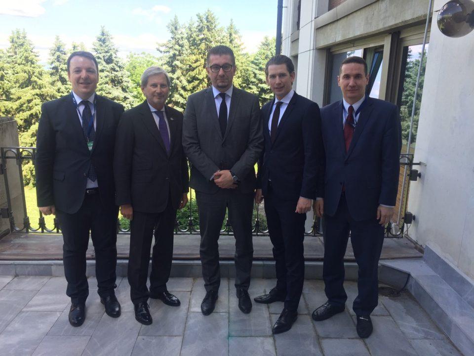 Мицкоски во Софија оствари средби со Хан, Курц и Туск