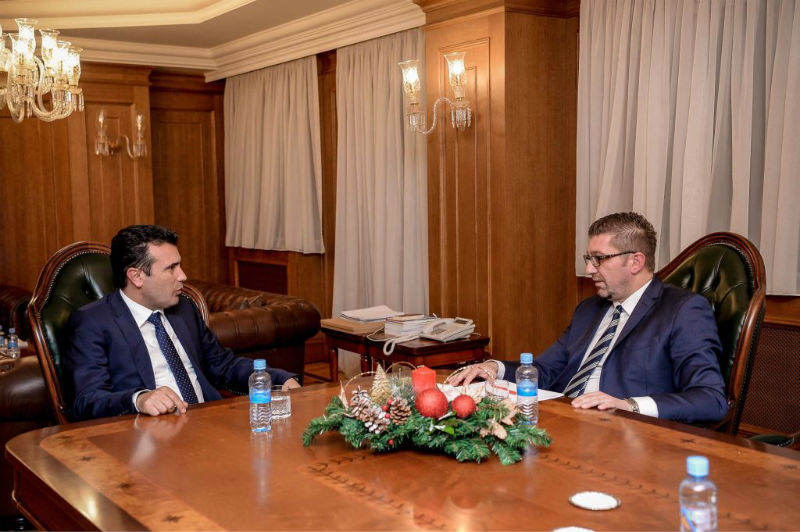 Филипче: Мицкоски и Заев во самоизолација, биле интервјуирани од новинар позитивен на коронавирус