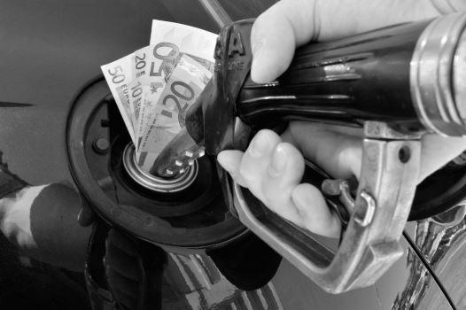 Зголемувањето на акцизата на горивата може да предизвика ценовни шокови за граѓаните и штетно да влијае врз македонската економија