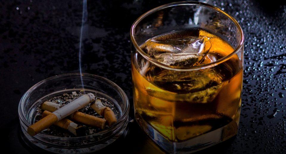 Кинески стогодишник, наводно, ја должи својата долговечност на алкохолот и цигарите