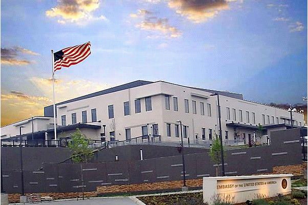 Американската амбасада ги советува своите државјани да не го посетуваат плоштадот и просторот пред Собранието утре и во недела