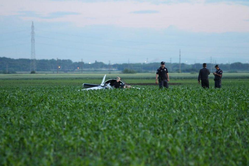 Двајца загинати при пад на спортски авион во околината на Белград