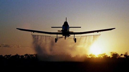 Авионско прскање против комарци во Виница на 1.200 хектари