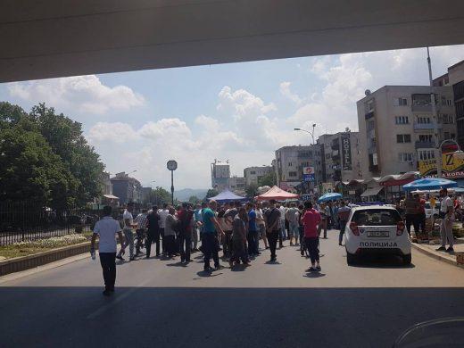 Инцидент на скопски Бит Пазар: Дивите тезгаџии во судир со полицијата (ФОТО)