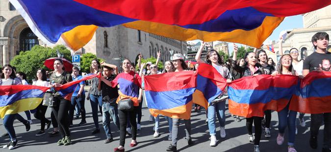 Демонстрантите во Ерменија ги прекинаа блокадите и се подготвуваат за протести