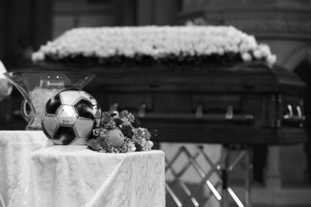 Фудбалер почина по удар од гром на пријателски натпревар