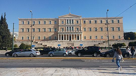 Кабинетот на Ципрас: Промена на уставот мора да има, инаку било каква дискусија е празна содржина