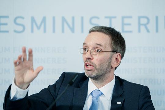 Австрија може да ги затвори границите за мигрантите