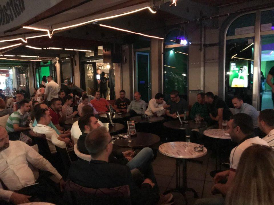 ФОТО: Мицкоски со голем број спортисти и спортски работници го гледа финалето во ЛШ