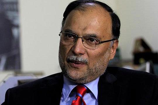 Пакистански министер преживеа обид за убиство