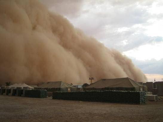 ФОТО: Во Египет затворени автопатишта поради песочна бура