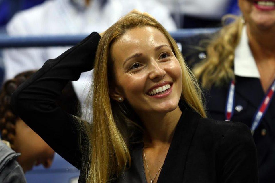 Среќа што постојат филтри па не може да видите- Јелена Ѓоковиќ сподели фотографија после тренинг и ги збуни фановите (ФОТО)