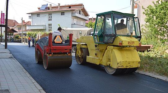 """Нов асфалт на улицата """"4 Јули"""" во Кавадарци"""