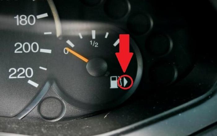 Секој автомобил го има ова- знаете ли што покажува оваа стрелка покрај ознаката за гориво?