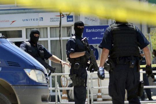 Пукотници во Косово: Едно лице повредено на патот Приштина- Митровица