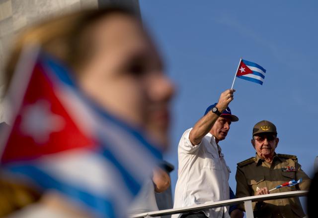 Кастро и Дијас-Канел за прв пат во јавност на парада во Хавана