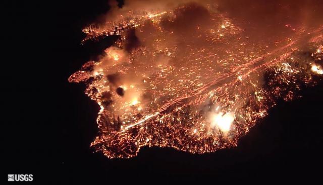 ФОТО: Нова ерупција на Хаваи – за еден час лавата зафати површина колку шест фудбалски терени