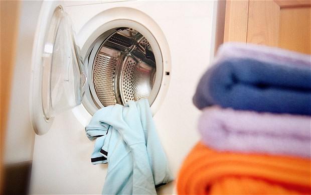 """Пет грешки при перење на алишта кои најчесто ги правиме: Поради една, машините побрзо """"цркнуваат"""""""