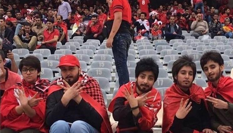 Сакале да гледаат фудбал, но на стадионот не примале жени: Тоа што го направија го насмеа светот (ФОТО)