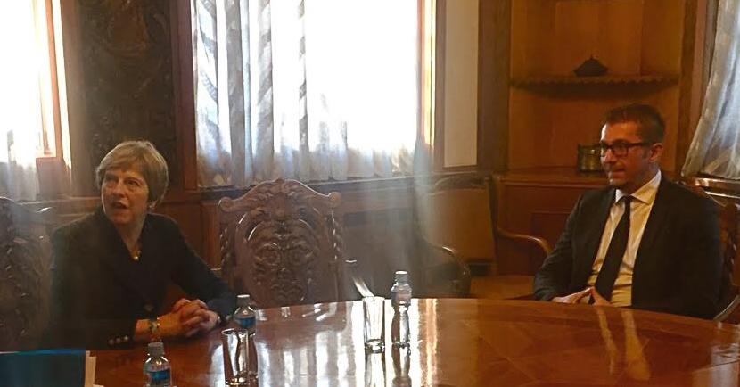 Мицкоски се сретна со британската премиерка Тереза Меј: На средбата станало збор за актуелната политичка и економска состојба