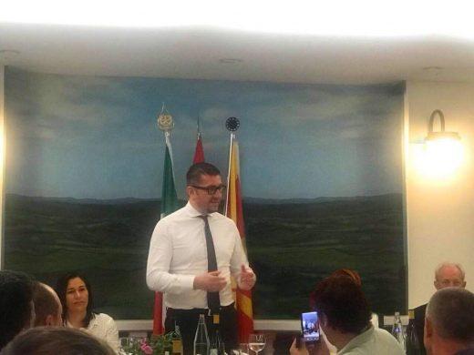 Мицкоски на средба со задграничните комитети во Италија: Македонија да го зачува достоинството