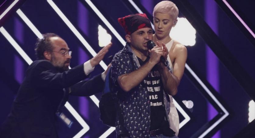 Ова е момчето кое направи скандал на Евросонг: Албанец кој лажно се претставува како Британец